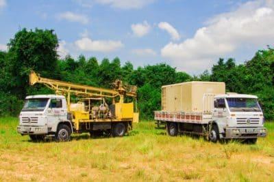 Duas máquinas de perfuração da bms poços artesianos